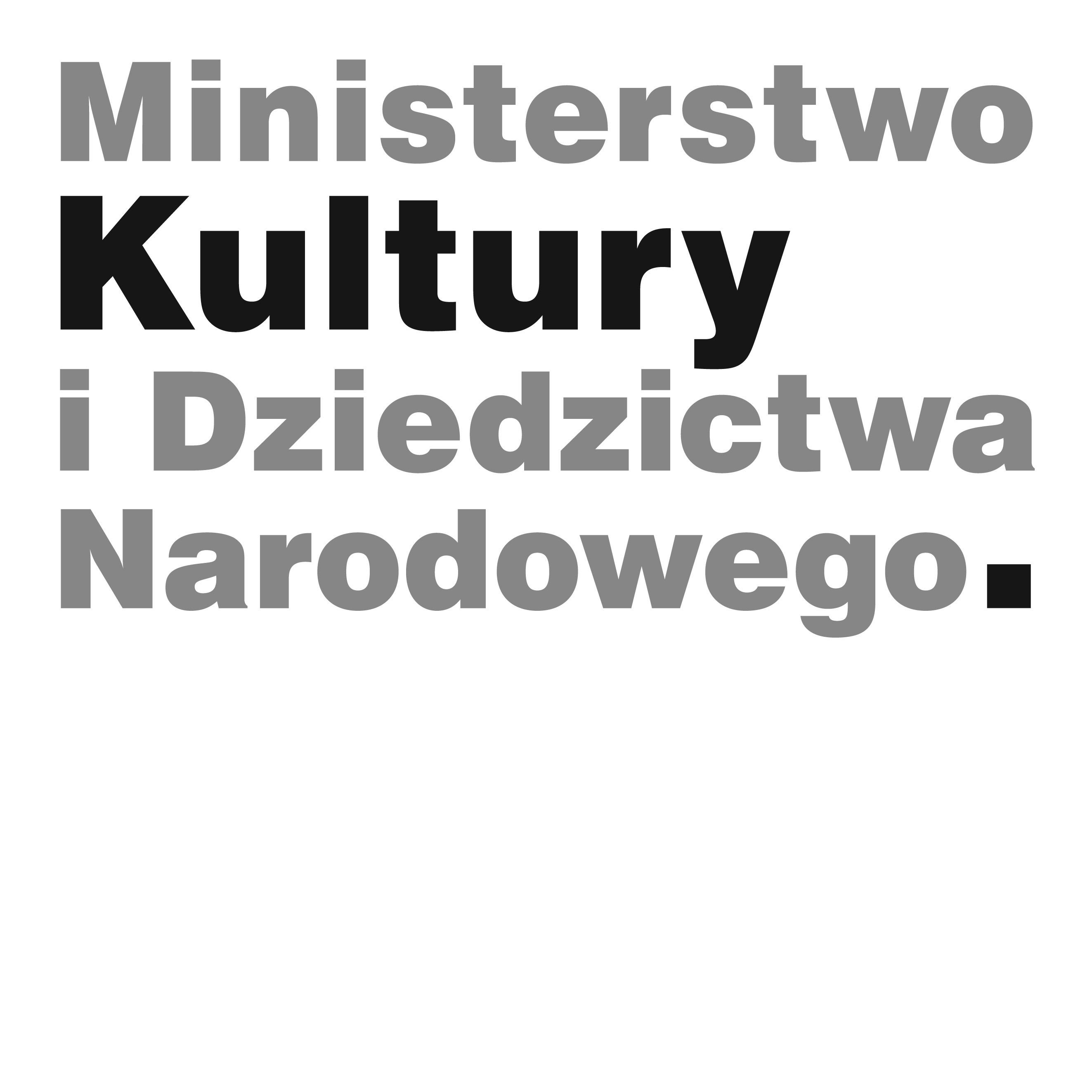Napis, w którym każde kolejne słowo znajduje się w osobnym wersie: Ministerstwo Kultury i Dziedzictwa Narodowego. Tekst jest szary. Na czarno wyróżnione zostało słowo 'Kultury' oraz kropka na końcu znaku.